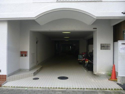 本町ハウス玄関